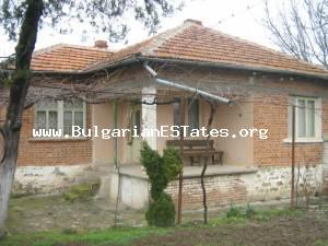 Small cozy house for sale located at the hamlet of Padarevo.