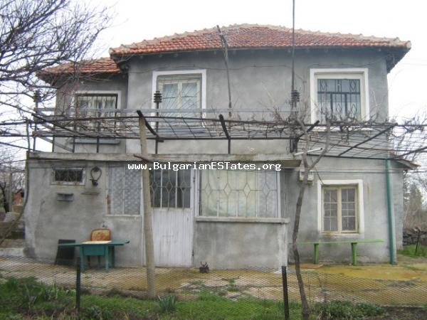 Rural house for sale located in a calm beautiful place in a good price.