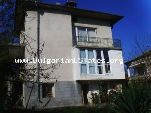 Three-storey house for sale - fully furnished ready to move in - near the sea.