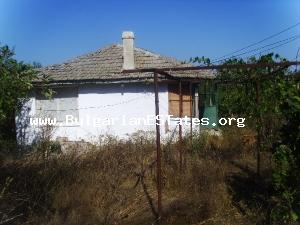 Rural house for sale located close to the sea and to the mountain.
