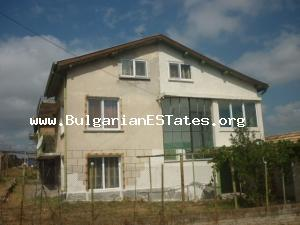 Wonderful three-storey house for sale perfect for living or for your summer vacations in the village of Izvor.