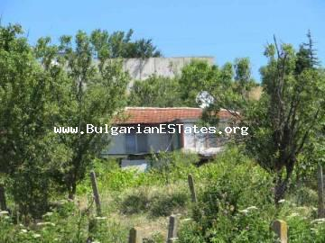 Cheap house for sale in Bulgaria.ATTRACTIVE OFFER! For sale is an old house with sea view in the village of Izvorishte, located about 20 km from Bourgas, Bulgaria.