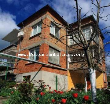 Bulgarian properties.Three-storey house is for sale located at the amazing Bulgarian town of Bulgarovo, Bourgas region.