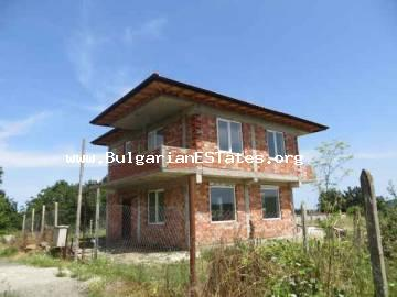 House is for sale n the village of Izgrev, 5 km from the seaside town of Tsarevo in Bulgaria.