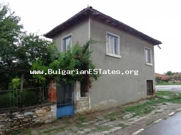 Cheap Bulgarian rural house for sale is located at the hamlet of Mramor, Haskovo region.