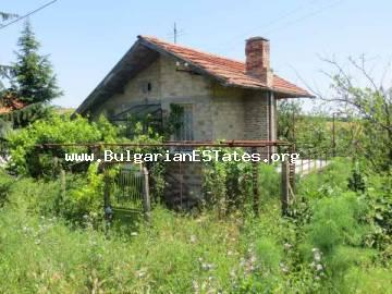 Bulgarian real estate – massive two-storey house for sale located 12 km from the seaside town of Primorsko at the village of Iasna Poliana, Bulgaria.