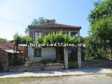 Real estate in Bulgaria. Two-storey house is for sale located in the mountain village of Iasna Polyana, only 11 km from the sea and the town of Primorsko, Bulgaria.