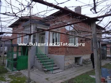 House with yard is for sale in the Bulgarian village of Srem, Haskovo region.