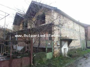 Bulgarian real estate – house with yard in the picturesque village of Ustrem.
