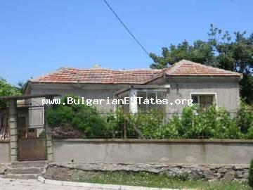 Cheap house with a large garden in the village of Laka is for sale, only 5 km from the sea.