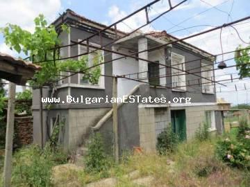 Buy a house with many additional buildings in the village of Voinika, only 68 km from the city of Bourgas.