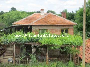 Cheap house for sale in the village of Zornitsa, just 50 km from the seaside city of Bourgas.