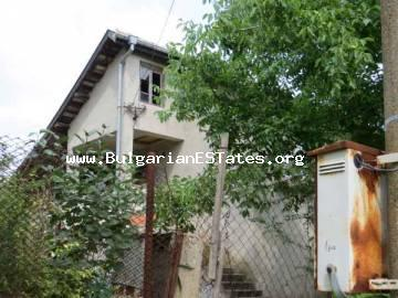 Great offer! Extremely cheap house for sale in the village of Polski Izvor, 15 km from the city of Bourgas.
