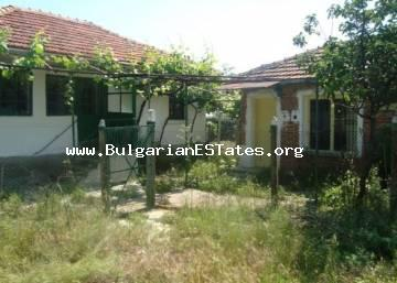 Inexpensive old house in the village of Zornitsa is offered for sale, only 50 km from Bourgas.