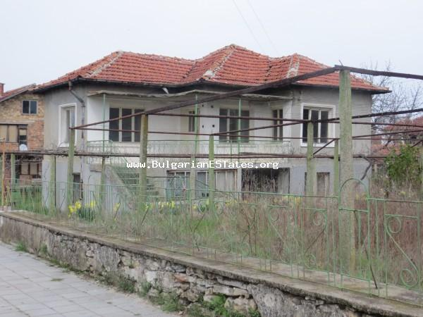 Inexpensive house is offered for sale in the village of General Inzovo, just 23 km from the town of Yambol for the price of 7 500 euro.
