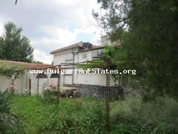 A house is for sale in the village of Polski Izvor, 15 km from the sea and the city of Burgas.