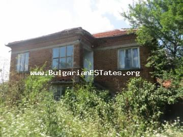 We offer for sale an inexpensive house in the village of Golyamo Krushevo, only 60 km from Bourgas and the sea.