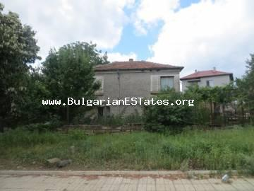 Two-storey house without repairs in the village of Izvor is for sale, only 13 km from the residential area of Kraimorie and from the beach.