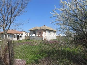 We would like to offer for sale two old houses for 13,600 euro in the village of Polski Izvor, 15 km from the city of Burgas and the seashore.