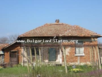 We would like to offer for sale a plot of land with an old house in the village of Trastikovo.