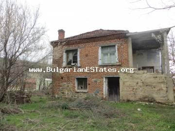 An old two-storey house is for sale in the village of Fakia 50 km away from the city of Bourgas and the sea.