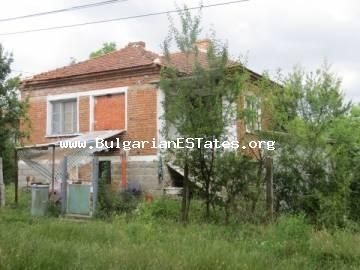 For sale is offered an inexpensive house in the village of Rusokastro, only 25 km from the city of Bourgas and the sea.