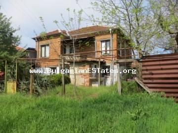 For sale is offered a partially renovated house in the village of Momina Tsarkva, just 55 km from the city of Bourgas and the sea.