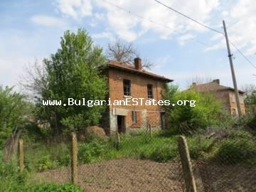 For sale is offered an affordable old two-storey house in the village Momina Тsarkva just 55 km from the city of Burgas and the sea. Momina Tsurkva , Burgas property