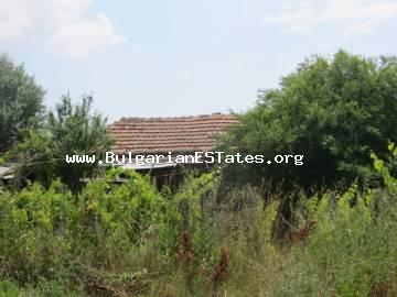 An old one-storey house is for sale 15 km from the town of Bourgas and the sea, in the village of Polski Izvor.