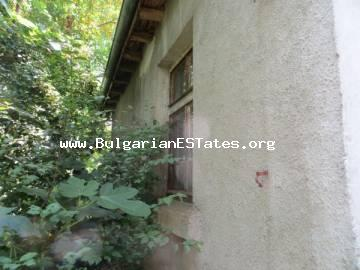 For sale is a house with a large yard and a wonderful panorama in the village of Yasna Polyana, only 12 km from the town of Primorsko and the sea.