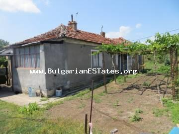 An affordable one-storey house is for sale in the village of Rossen only 6 km from the sea and 25 km from the city of Bourgas.