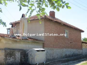 Super offer. For sale is a one-storey house with a large yard in the village of Knyazhevo, 9 km from the town of Elhovo and 100 km from the sea coast and the city of Bourgas.