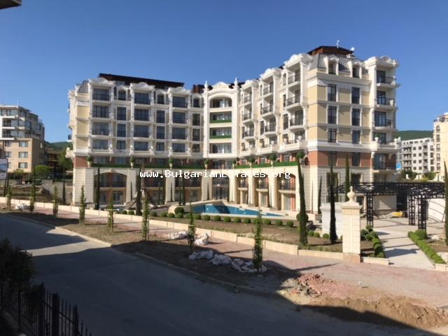 A very affordable one bedroom apartment is for sale in the complex of Yalta in Sveti Vlas.