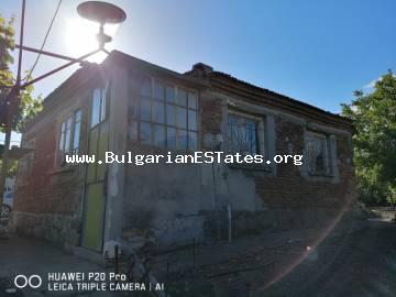 An old one-storey house is for sale in Cherno More residential area of the city of Bourgas, just 10 km from the sea.