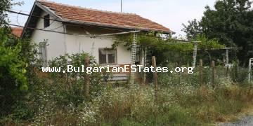 A small villa is for sale in Krushevets village, 25 km from the sea and 35 km from the city of Bourgas.