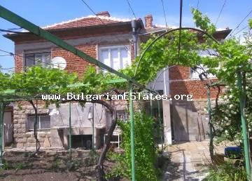 For sale is offered an affordable brick two-storey house in the town of Bulgarovo, 15 km from the city of Bourgas and the sea.