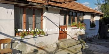 An old house with a large yard is for sale in the village of Tvarditsа only 7 km from the city of Burgas.