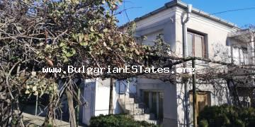 For sale is offered a renovated two-storey house with a flat wall in the city of Kableshkovo, 20 km from the city of Burgas.