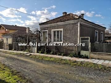 Two houses are for sale for the price of one, in the village of Veselie, just 14 km from the town of Sozopol and the sea and 25 km from Burgas.