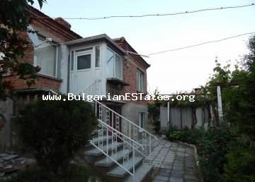 Renovated house is for sale in the village of Prossenik, 30 km from Sunny Beach resort and the sea and 40 km from the regional city of Bourgas.