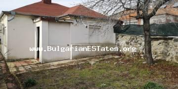 A small renovated house for sale in the town of Kableshkovo, just 8 km away from the sea and 20 km from the regional centre of Bourgas.