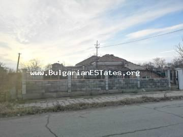 One-storey house is for sale in the village of Debelt, 20 km from the regional city of Burgas and the sea.