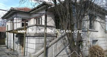 A two-storey house is for sale in the village of Roza, 14 km from the town of Yambol and 100 km from the city of Bourgas and the sea.