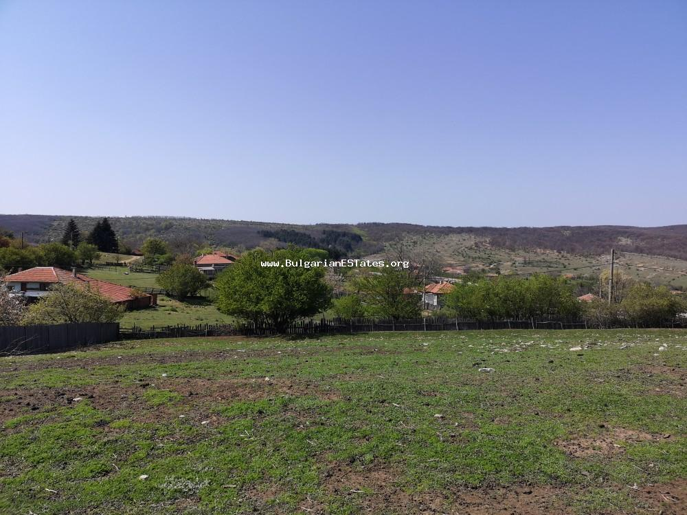 Excellent scenery and location!!! A huge yard and a small house for sale in the village Kazichino!!!