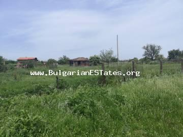 Affordable old house is for sale with a huge yard in the village of Svetlina, 35 km from Bourgas and the sea.