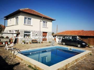 We offer for sale a two-storey, renovated house with a swimming pool and a huge yard in the village of Boyadzhik, only 18 km from the city of Yambol and 115 km from the regional centre of Burgas.