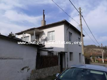 House for sale is in the village of Prohod, located 12 km from the town of Sredets and 37 km from the regional city of Burgas and the sea.