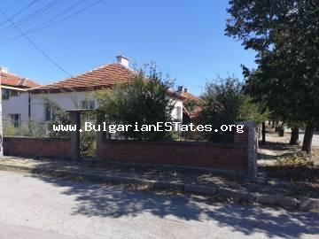 An affordable renovated one-storey house in the town of Elhovo, 100 km from the city of Burgas, is offered for sale.