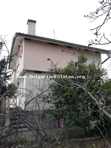 We offer for sale a lovely two-storey house 15 km away from Sunny Beach resort, village of Galabets