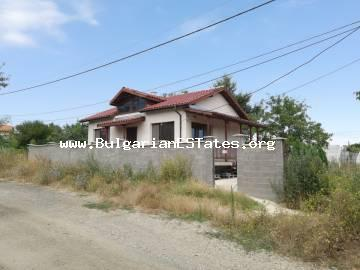 For sale is a new one-storey house in the village of Rosen, just 5 km from the sea and 20 km from the city of Burgas.